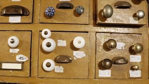 I dag finns gamla knoppar och knappar i nyproduktion.