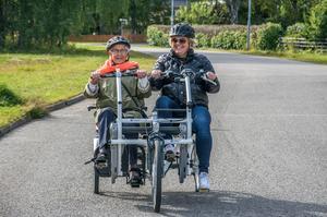 Parcyklar fungerar bra när boende på ett äldre vill ut på utflykt med en anhörig anser Jerry Harrysson (C). Bilden är tagen i Östersund, där kommunen köpte in en parcykel 2015.
