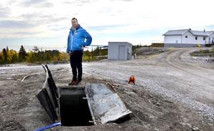 Här stod en av de tre kanonerna. Rummet under kanonerna tänker Jonas Engström och Torbjörn Wiik använda i ett framtida husbygge.