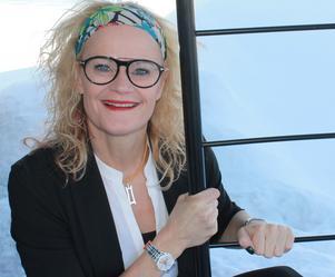 Designern Camilla Thelin från Örnsköldsvik har varit med och designat armbanden.