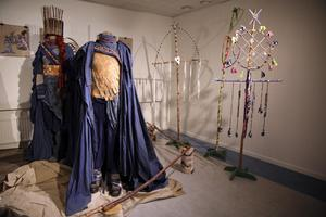 Trollkungen och trolldrottningens kläder och trollspiror.