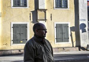 Peter Englund blickar ut över hemstaden Uppsala. Foto: Anders Wiklund / TT