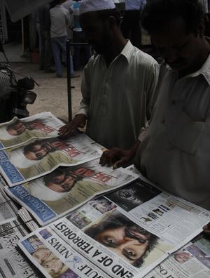 Världsnyhet. Tidningarna i Lahore i Pakistan förmedlar nyheten att terrorledaren Usama bin Ladin är död.foto: scanpix