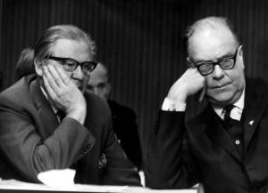 Gunnar Sträng och Tage Erlander.  Foto: Scanpix.