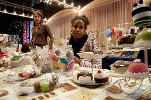 Sabina Sjölund lärde sig virka för två år sedan, och sedan dess har det gått av bara farten med hennes mjuka sötsaker.– Jag sålde slut på allt jag hade när jag var på jamtlis julmarknad, förklarar hon.