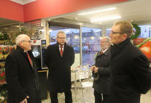 Gruppen Nysund Gents quartet, Per Landgren, Anders Karlsson, Anders Karlsson och Andrew McQuire, värmde upp inför konserten för kunderna inne på Ica.
