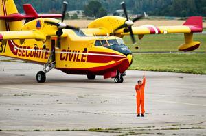 Sverige har tidigare fått låna in brandsläckningsflyg från bland annat Italien och Frankrike. Sverige har helikoptrar, men inga stora flygplan, att sätta in vid stora skogsbränder. Här ett franskt flygplan som sattes in vid bränderna 2014.