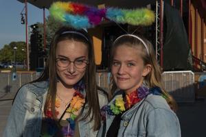 Vännerna Hanna Hamberg och Emilia Westermark var nöjda med stämningen.