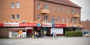 Insändarskribenten Kerstin Jögi hyllar Kolsva handels personal.