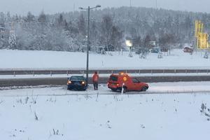 En trafikolycka har inträffat på E16 mellan Falun och Borlänge, i riktning mot Borlänge.  Denna bild föreställer dock en annan olycka på E16 utanför Falun, i närheten av City Gross.