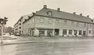 1984. Stora gatan 82.