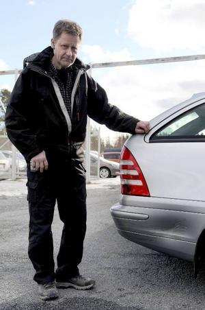 Ulf Jansson som är verkmästare på Jemtbils plåtverkstad menar att det krävs mycket för att en bilägare ska få ut försäkringspengar vid en olycka anmäld som smitning. Eftersom det inte finns en tydlig gärningsman kan det bli svårt.