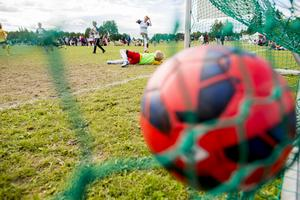 Folkhälsomyndigheten vill ta bort skrivningarna om att enstaka matcher kan tillåtas för barn och unga födda 2005 eller senare. Arkivbild. Foto: Vegard Wivestad Grøtt / NTB scanpix / TT