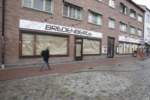 Ledningen för Espresso House räknar med att behöva anställa åtta – tio personer för att driva verksamheten i före detta Bredenbergs. Klädbutiken försattes i konkurs i våras.