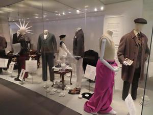 Utställningen på Nordiska museet visar de många kopplingar som finns mellan Storbritannien och Norden, inte minst vad gäller livsstil och mode. Foto: Privat