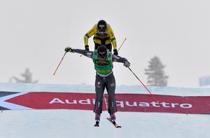 Victor VÖN Öhling Norberg flyger i mål som femma bakom Francois Place.