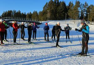 Anders Södergren höll ett av utepassen och slipade åktekniken för ett stort antal intresserade deltagare.