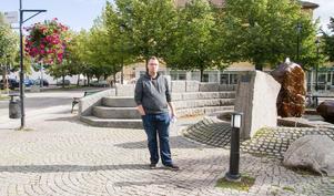 Linus Dunkers från Köping såg ingen annan utväg än att sälja sitt företag. Han är besviken på att Skatteverkets regler gör det svårt att driva ett företag som kräver så mycket energi.