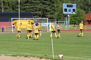 Glada miner hos bortalaget efter 1-3 målet som stängde matchen.