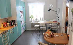 Kök i en av lägenheterna i byggnaden.