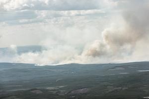 Bränderna i Ljusdals kommun är nu större än de i Västmanland 2014. Röken från Ljusdalsbränderna sprider sig över stora områden.