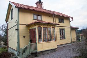Det lilla huset byggdes från början som ett tvåfamiljshus med en familj på övervåningen och en på bottenplan.