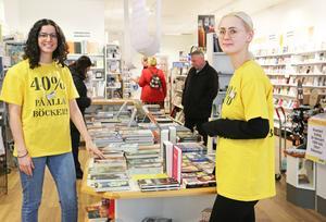 Esther Jimenez och Matilda Kjellgren på Klackenbergs böcker och papper i Nynäshamn.