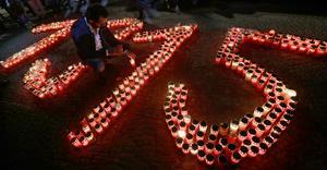 Tända ljus för att minnas offren för folkmordet i Osmanska riket som inleddes i april 1915. Foto: Michael Sohn/AP Photo
