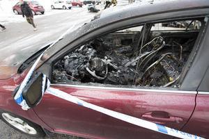 Flera bilar totalförstördes i nattens bilbränder på Brynäs.