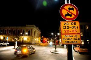 Svarttaxichaufförerna blir allt fler, och de respekterar inte nattförbudet i centrum, menar skribenten. Bild: Mårten Englin
