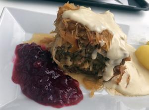 Husmanskosträtten kålpudding med potatis, gräddsås och lingon gladde Lunchkollen.Foto: Lunchkollen