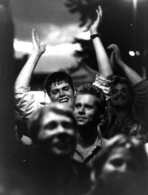 Storsjöyran 1986 blev en stor publiksuccé med över 100 000 festglada människor som strömmade genom Östersund under de fyra dagar Yran pågick.