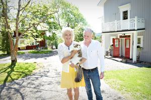 Åse och Svante Stattin har aldrig ångrat att de tog över gården, trots att det har varit mycket jobb för att hålla alla byggnader och mark i bra skick.