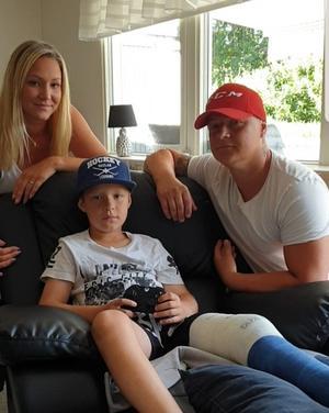 Mamma Jasmina, pappa Admir och Benjamin är nöjda med veckan i Leksand, trots det brutna benet.