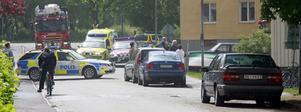 Polisen spärrade av när det brann i en lägenhet på Malmgatan i Köping.