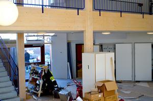 När entrén till nya sporthallen i Stora Skedvi är färdig kommer konstverk av barnens rörelser att pryda väggarna.