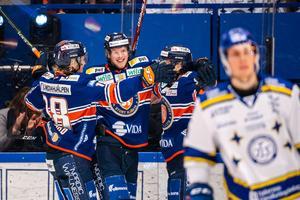 Mattias Göransson i förgrunden deppar efter att Växjös Fredrik Karlström och Pontus Holmberg kontrat bort Leksand till 3–1. Foto: Jonas Ljungdahl/Bildbyrån