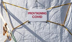 Det råder delade meningar om på vem och när provtagning för covid-19 smitta ska ske.Foto: Johan Nilsson/TT