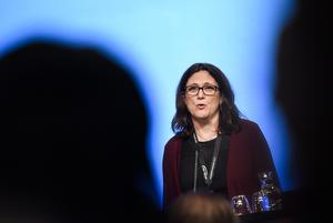 Sveriges EU-kommissionär Cecilia Malmström inledningstalar på Folk och Försvars rikskonferens istället för Löfven.