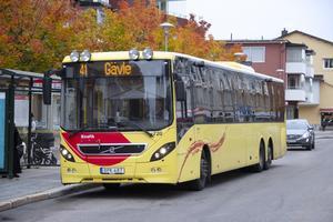 Vissa busschaufförer har för hög musik på i bussen, tycker signaturen Passagerare.