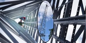 Urban Eriksson och Bengt-Arne Tomth arbetade på hög höjd – till och med ovanför den egentliga masten.