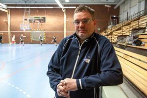 Efter ett antal år som materialansvarig i Köping har Jocke Sjöberg lärt sig sina rutiner före, under och efter matcherna.