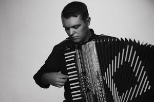 Leif Ottosson som själv spelar dragspel, är musikalisk ledare för sommarens produktion