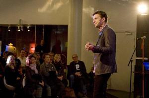 Kanske behöver man inte alltid vara världsbäst för att duga? Om konsten att vara ganska bra talade Anders Lundin.