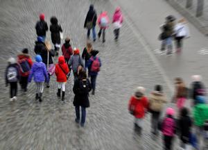 Det är svårt för Karolina Wallström att ta in att deras vurmande för friskolesystemet och fria skolvalet också kostar pengar, skriver Cecilia Lönn Elgstrand. FOTO: Hasse Holmberg / TT