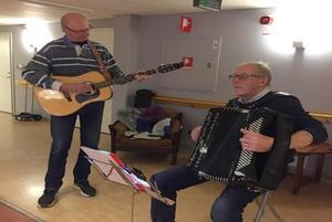 Stig-Arne Eklund (till vänster) och Lasse Nilsson svarade för musiken.