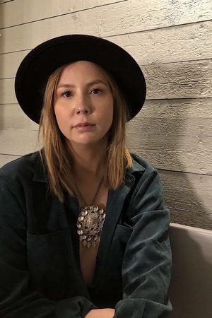 Hanna sjunger och spelar själv, men har planer på att starta ett band. Bild: Pressbild