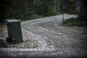 På den lilla skogsvägen till sommarstugorna hittades den mördade Borlängebon Tony Boija.