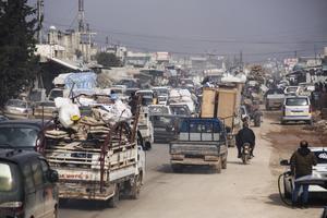 Människor på flykt i Idlibprovinsen. Bilden är från slutet av januari.