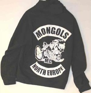 Mongols-klädesplagg som påträffats hos de inblandade i utredningen.